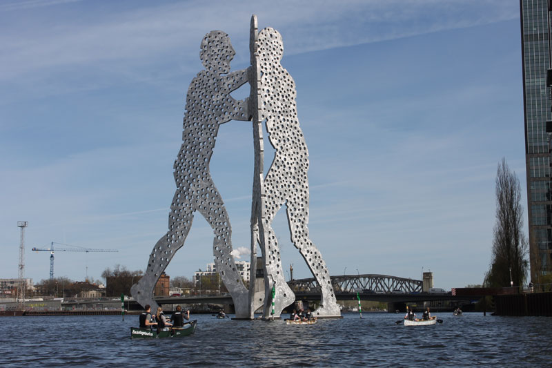Walking on Water Kanutour Molecule Man